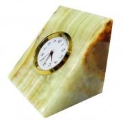 Figūra iš onikso su laikrodžiu