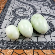 Vaginalinis masažuoklis iš šviesaus nefrito (nefritiniai kiaušiniai)